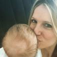 Sandrine Corman prend la pose avec son fils Harold. Décembre 2015.