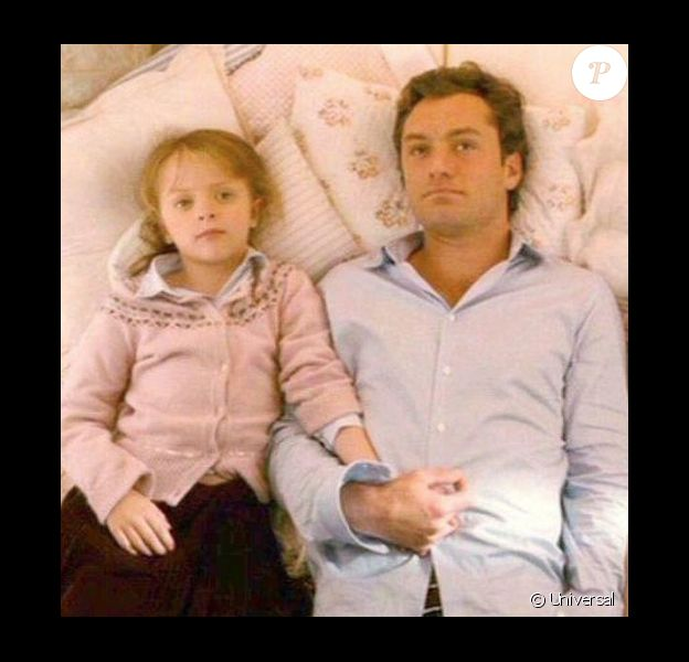 Jude Law et Miffy Englefield dans The Holiday.