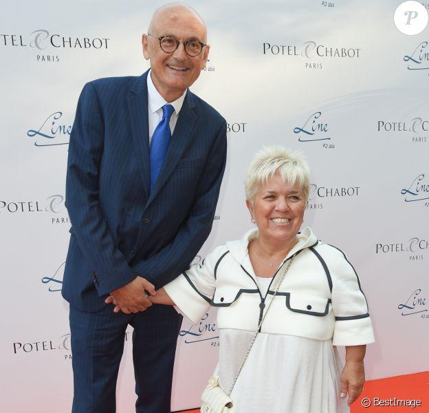 """Mimie Mathy et son mari Benoist Gérard - Soirée du 90ème anniversaire de Line Renaud sur le Bateau Potel et Chabot """"Pavillon Seine"""" à Paris le 2 juillet 2018. © Coadic Guirec/Bestimage"""