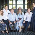 Le roi Abdullah II et la reine Rania de Jordanie entourés de leurs enfants, la princesse Iman, le prince Hashem, le prince héritier Hussein et la princesse Salma, réunis chez eux à Amman en fin d'année 2018 pour la photo de leurs cartes de voeux pour la nouvelle année 2019.
