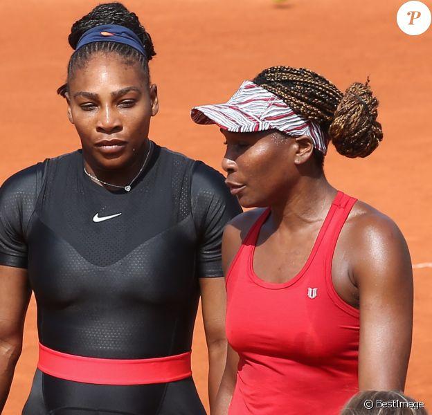 Serena et Venus Williams en double féminin lors des internationaux de tennis de Roland Garros à Paris, France, le 3 juin 2018. © Dominique Jacovides - Cyril Moreau/Bestimage