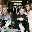 Avec Alain Chabat, Dominique Farrugia et sa femme Isabelle lors de leur mariage en 2005.