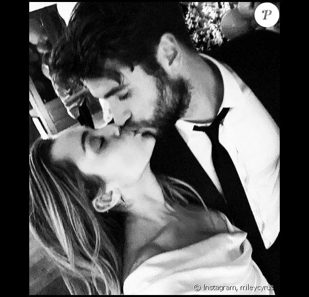 Miley Cyrus publie des photos de son mariage avec Liam Hemsworth sur Instagram le 26 décembre 2018.