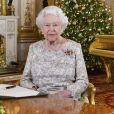 La reine Elizabeth II lors de l'enregistrement de son message de Noël dans le Salon Blanc au palais de Buckingham à Londres en décembre 2018.