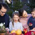 Vidéo de la princesse héritière et du prince Daniel de Suède avec leurs enfants la princesse Leonore et le prince Oscar pour les fêtes de fin d'année 2018.