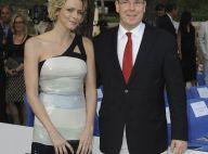 Albert de Monaco et sa Charlene : très complices au côté de la torride Liz Hurley, de la bombe Tamara Ecclestone et au milieu des... maillots de bain !