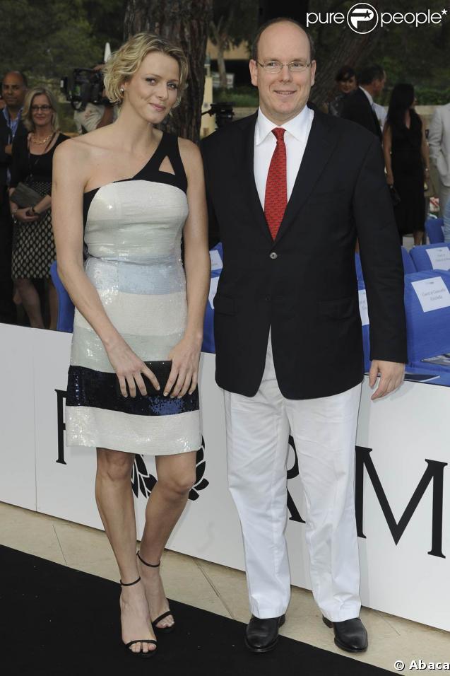 The Amber Fashion Show and Auction, au Meridien Beach Plaza Hotel de Monaco, le 22 mai 2009 : Albert de Monaco et Charlene Wittstock sur le catwalk, mais pas en maillot de bain !
