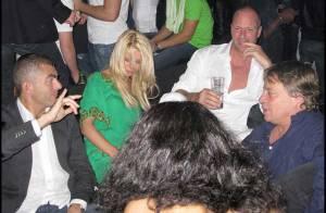 Quand Tara Reid sort en discothéque à Cannes, elle est juste... totalement destroy ! Regardez !