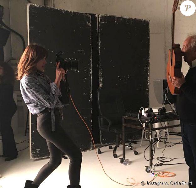 """Carla Bruni en shooting avec le photographe Gilles Bensimon pour le magazine """"ELLE"""" italie, janvier 2019."""