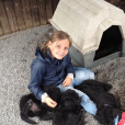 La princesse Ingrid Alexandra de Norvège avec Milly Kakao, la chienne labradoodle de la famille princière, photo souvenir partagée sur Instagram par sa mère la princesse héritière Mette-Marit de Norvège à l'occasion de son 15e anniversaire le 21 janvier 2019. © Instagram Princesse Mette-Marit de Norvège.