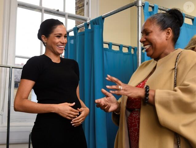 """Meghan Markle (enceinte), duchesse de Sussex, en visite dans les locaux de l'association """"Smart Works"""" à Londres. Le 10 janvier 2019."""