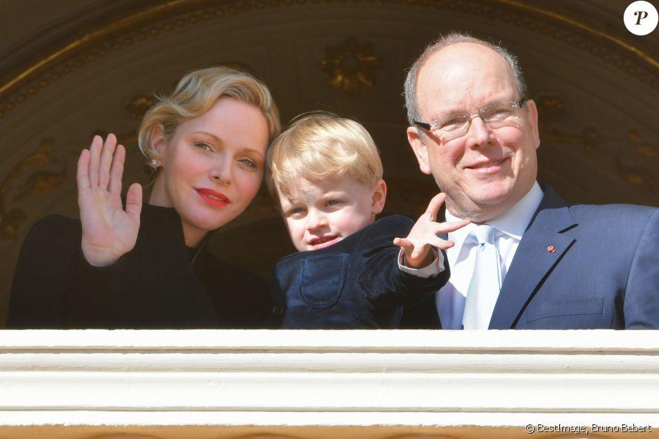 Le prince héréditaire Jacques de Monaco s'est joint à ses parents la princesse Charlene et le prince Albert II pour assister depuis le balcon du palais princier à la procession des reliques de Sainte Dévote à Monaco le 27 janvier 2019. ©Bruno Bebert/Bestimage