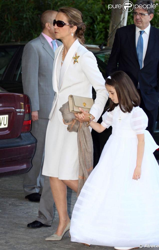 L'Infante d'Elena et sa fille Victoria Federica pour la communion de cette dernière