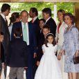 La famille d'Espagne réunie pour la communion de Victoria Federica, fille de la Princesse Elena d'Espagne à Madrid