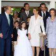 Le roi Juan Carlos, la petite Victoria, sa mère l'Infant Elena et la reine Sofia à une réunion de famille