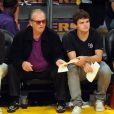 Jack Nicholson et son fils Raymond lors du match opposant les Lakers au Denver Nuggets à Los Angeles le 27 mai 2009