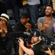 Denzel Washington et Adam Levine lors du match opposant les Lakers au Denver Nuggets à Los Angeles le 27 mai 2009