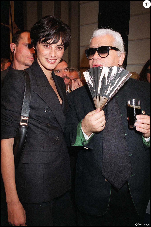 63e0c0761321f Inès de la Fressange et Karl Lagerfeld au défilé Chanel