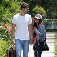 Ashley Tisdale et son homme, Scott Speer, se promènent en amoureux dans les rues ensoleillées de Toluca Lake le 1er juin 2009