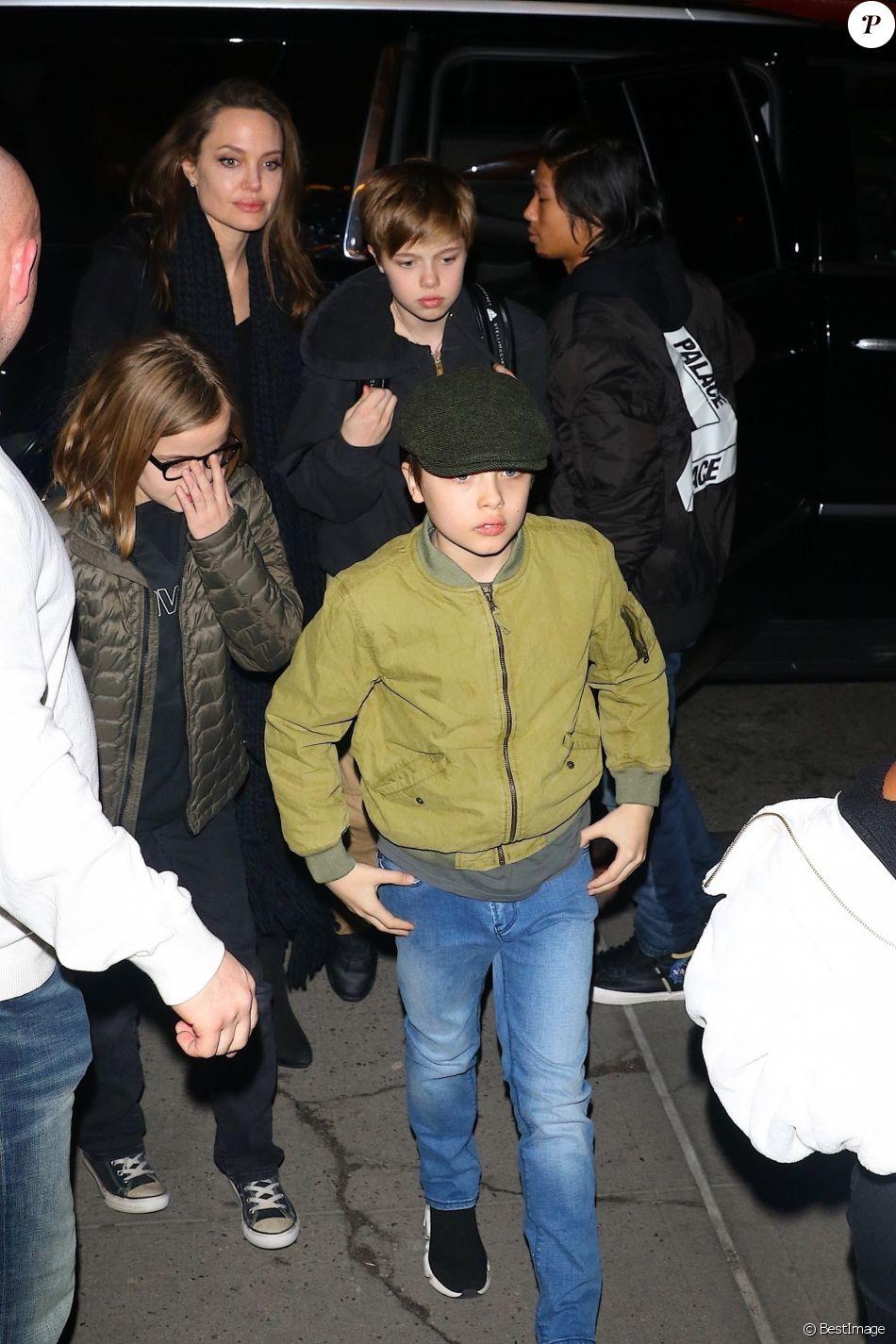 Exclusif - Angelina Jolie est allée faire du shopping avec ses enfants Pax, Sahara, Vivienne, Knox et Shiloh au magasin de sports KITH à New York, 22 février 2019