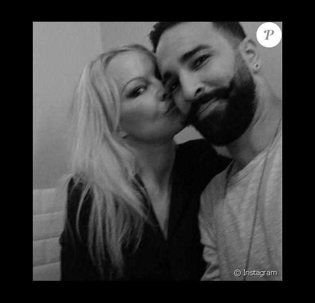 Pamela Anderson et Adil Rami essayant leur nouveau Leica, selfie posté sur Instagram le 24 février 2019.