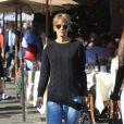 Exclusif - Halle Berry fait du shopping avec une amie à Beverly Hills le 21 décembre 2018.