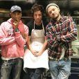 Jean Imbert pose avec Pharrell Williams et Justin Timberlake sur Instagram, dans son restaurant L'Acajou, le 22 novembre 2017.