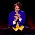 """Adrien en grand écart facial le 16 mars 2019 dans """"The Voice 8"""" sur TF1."""