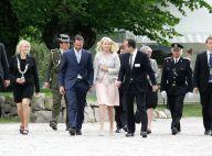 La princesse Mette-Marit de Norvège a récupéré son mari et... imite Victoria de Suède !