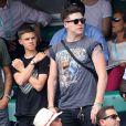 Exclusif - Les fils Beckham, Brooklyn et Romeo Beckham dans les tribunes des Internationaux de France de Tennis de Roland Garros à Paris, le 10 juin 2018. © Dominique Jacovides - Cyril Moreau/Bestimage