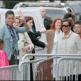 Michelle Obama, sa mère et ses filles Malia et Sasha visitant la tour Eiffel le 5 juin 2009