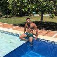 """Antoine de """"10 Couples parfaits 3"""" à la piscine, en Espagne - Instagram, 26 juillet 2018"""