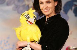 Adeline Blondieau souriante et prête à amuser les enfants avec ses contes