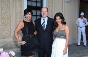 Le Prince Albert II prend la pose avec Kate Walsh et Kim Kardashian...  et il est très heureux !