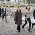 Les convives arrivant pour la fête des 27 ans de Madeleine sur un bateau dans le port de Stockholm le 10 juin 2009