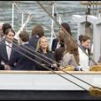 Madeleine de Suède fêtant ses 27 ans sur un bateau dans le port de Stockholm entourée de ses proches et ses amis le 10 juin 2009, ici avec sa soeur Victoria