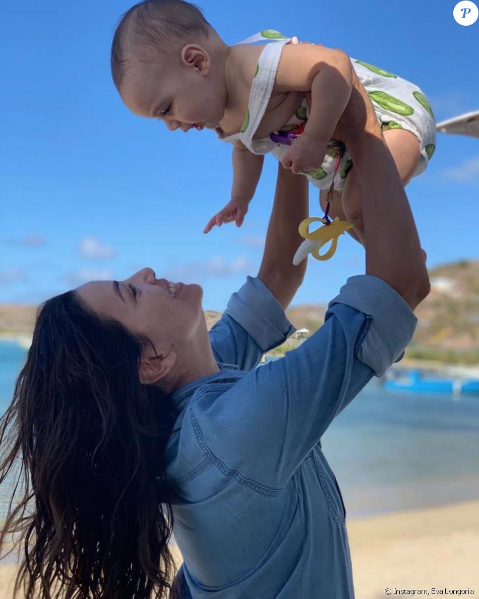Eva Longoria et son fils Santiago en vacances à Saint-Barthélemy. Avril 2019.