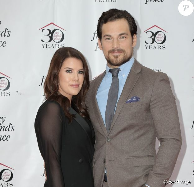 Giacomo Gianniotti et sa fiancée Nichole Gustafson au 30e gala annual My Friend's Place au Hollywood Palladium à Los Angeles, le 7 avril 2018.