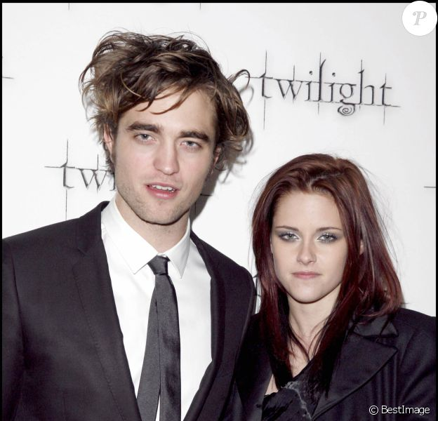 "KRISTEN STEWART ET ROBERT PATTINSON - PREMIERE DU FILM ""TWILIGHT"" AU VUE WEST END SUR LEICESTER SQUARE A LONDRES, 2008"