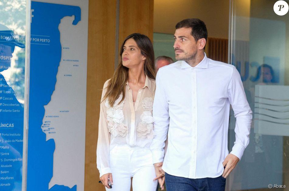 Le footballeur Iker Casillas, accompagné de son épouse Sara Carbonero, quitte l'hôtel CUF Porto. Porto, le 6 mai 2019.