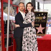 Anne Hathaway so in love et printanière face à son étoile
