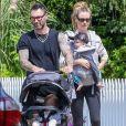 Exclusif - Adam Levine et sa femme Behati Prinsloo promènent leurs enfants Dusty et Gio dans les rues de Los Angeles, le 2 septembre 2018.