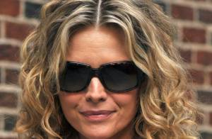 Michelle Pfeiffer est un vrai rayon de soleil... même en gris !