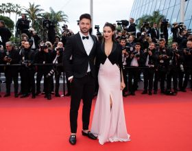 "Nabilla Benattia, enceinte, au bras de son mari Thomas Vergara lors de la montée des marches du film ""A Hidden Life"" lors du 72ème Festival International du Film de Cannes, le 19 mai 2019. © Jacovides-Moreau / Bestimage"