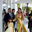 Aishwarya Rai et sa fille Aaradhya devant l'hôtel Martinez lors du 72ème Festival International du Film de Cannes, le 19 mai 2019.