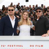 Margot Robbie divine épaules dénudées, avec Leonardo DiCaprio et Brad Pitt