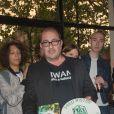 """Exclusif - Eric Madelon reçoit, en son nom, le """"Prix de la Brasserie Barbès 2019"""" décerné à Fred Rister pour son livre """"Faire Danser Les Gens"""". Paris, le 22 mai 2019."""