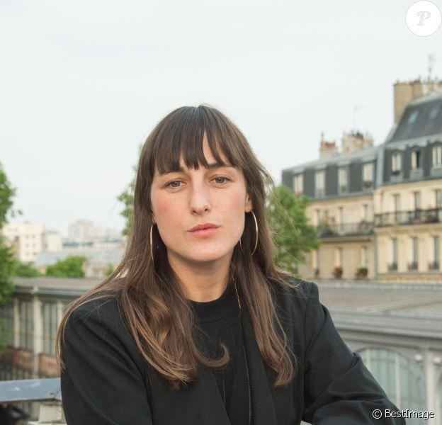 """Exclusif - Juliette Armanet lors de la remise du """"Prix de la Brasserie Barbès 2019"""" décerné à Fred Rister pour son livre """"Faire Danser Les Gens"""". Paris, le 22 mai 2019."""