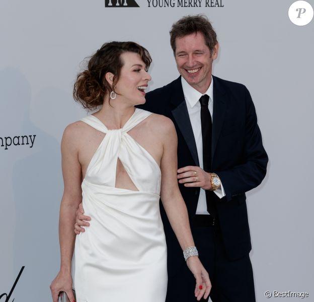 Milla Jovovich et son mari Paul W.S. Anderson assistent à la soirée AmfAR Gala Cannes 2019 à l'Eden Roc au Cap d'Antibes, lors du 72ème Festival International du Film de Cannes, le 23 mai 2019. © Jacovides / Moreau / Bestimage