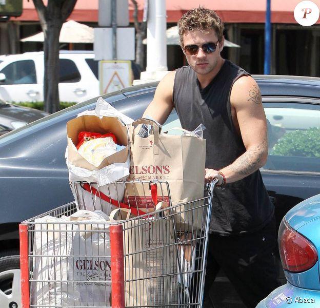 Ryan Philippe et son fils Deacon font du shopping à Los Angeles (17 juin)